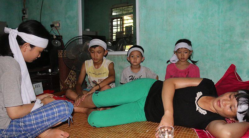 Rơi nước mắt thương xót cảnh 4 chị em phải sống trong đói khát khi cha mất vì ung thư, mẹ lại bệnh liệt giường